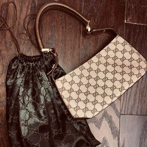 Gucci purse and black cover bag it came with